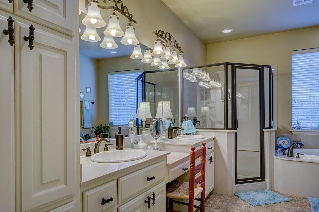Quel revêtement pour les murs de votre salle de bains ?