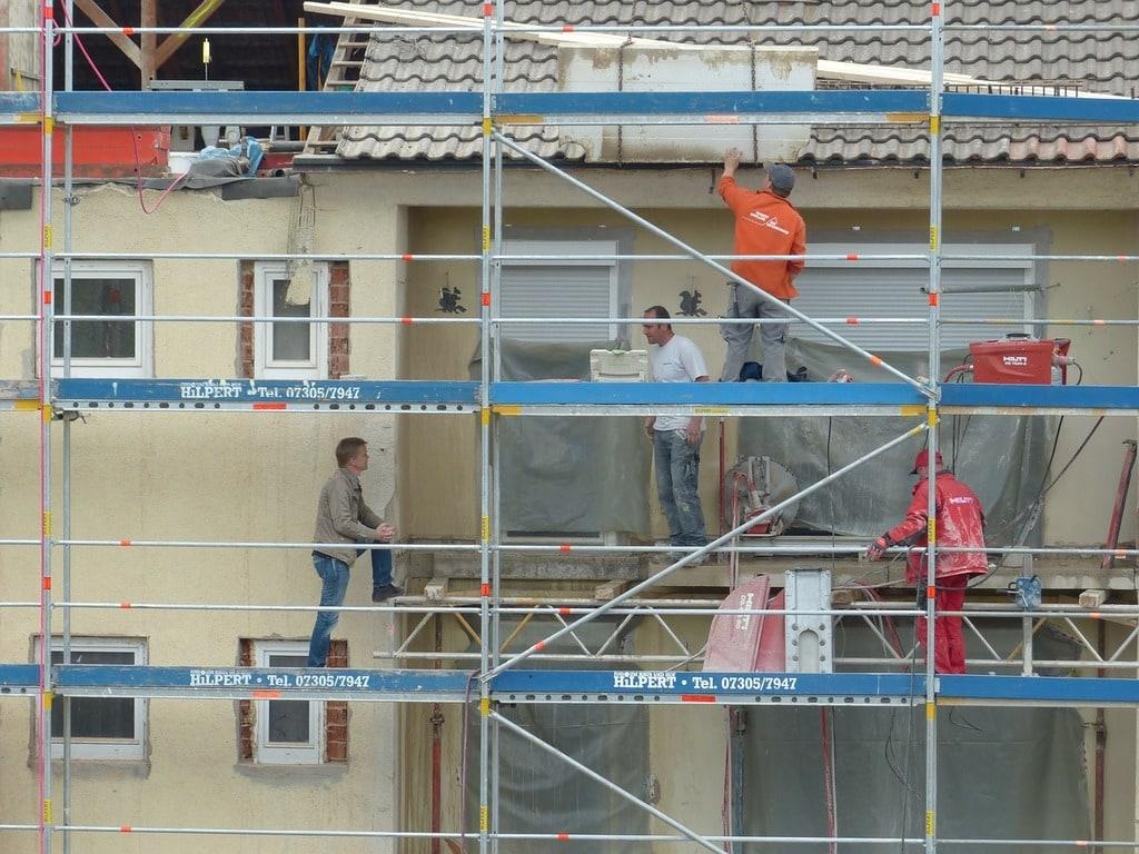 Les solutions idéales pour nettoyer la façade d'une maison